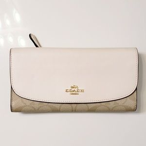 🆕️Coach Signature large slim envelope wallet